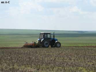 сельхозтехника в поле, посевная кампания